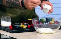 Паста с малиной, базиликом и соусом из печёного перца. Сырники c малиновым соусом. Малиновый чай